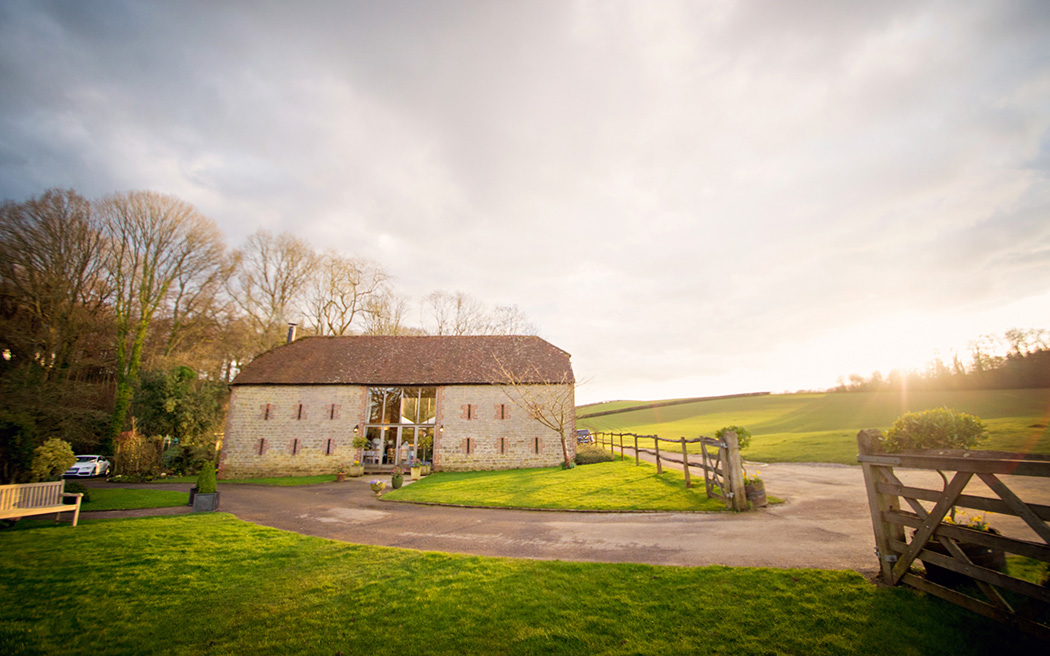 Coco wedding venues slideshow - wedding-venues-in-east-sussex-bartholomew-barn-coco-wedding-venues-photography-by-Vicki---Justin-and-Natalie-002