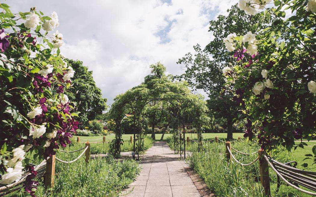 Coco wedding venues slideshow - barn-wedding-venues-in-essex-gaynes-park-cristina-rossi-photography-002