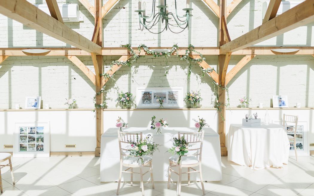 Coco wedding venues slideshow - barn-wedding-venues-in-essex-gaynes-park-ilaria-petrucci-photography-001