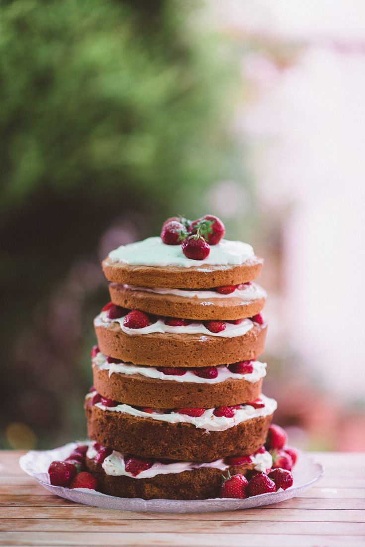 Coco wedding venues slideshow - coco-wedding-venues-10-rustic-wedding-cakes-image-by-rhys-parker-cake-by--via-rock-my-wedding-6