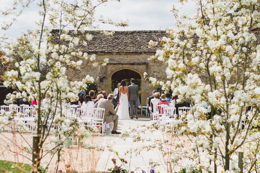 coco-wedding-venues-caswell-house-barn-wedding-venue-oxfordshire-image-by-rhys-parker-2