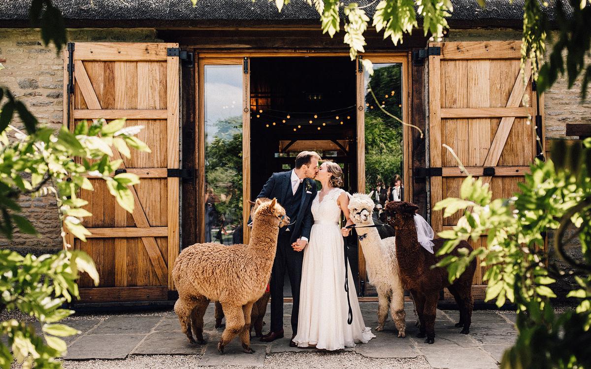 Coco wedding venues slideshow - Barn Wedding Venue in Oxfordshire - The Tythe Barn