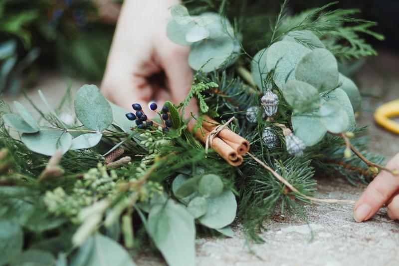 christmas-wreath-diy-flowers-by-breige-sandon-hall-wedding-venue-coco-wedding-venues-jade-osborne-photography-36