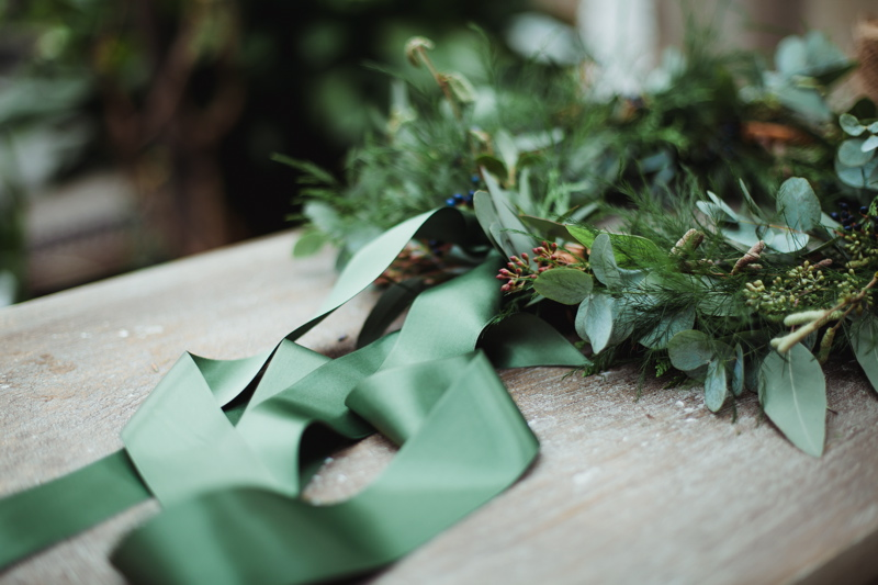 christmas-wreath-diy-flowers-by-breige-sandon-hall-wedding-venue-coco-wedding-venues-jade-osborne-photography-45