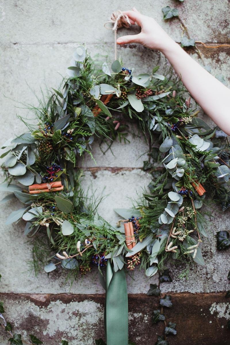 christmas-wreath-diy-flowers-by-breige-sandon-hall-wedding-venue-coco-wedding-venues-jade-osborne-photography-49