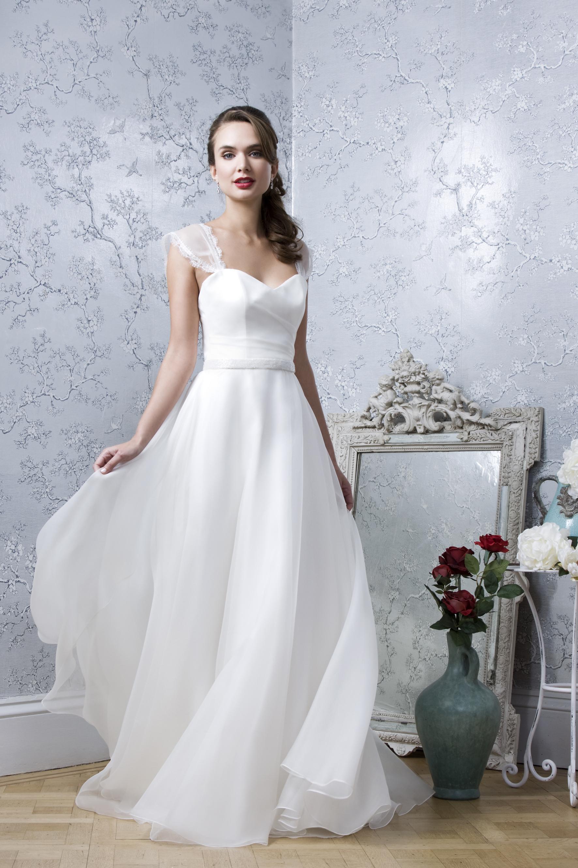 emma-hunt-bridal-sale-fulham-palace-coco-wedding-venues-05