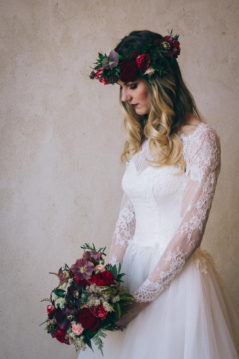 wedding-venues-in-devon-uk-wedding-venue-directory-upton-barn-and-walled-garden-marsala-inspired-styled-shoot-coco-wedding-venues-11