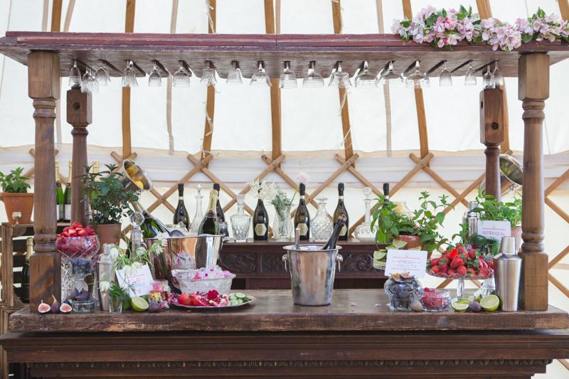 wedding-yurt-alternative-bar-ideas-ilaria-petrucci-6