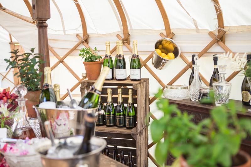 wedding-yurt-alternative-bar-ideas-ilaria-petrucci-8