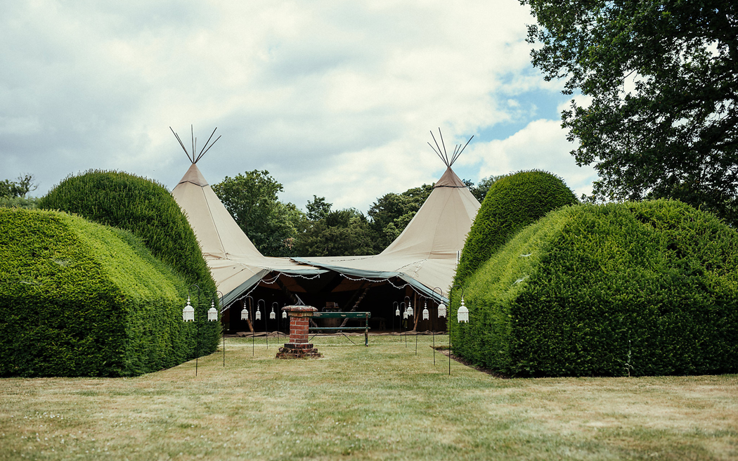 Coco wedding venues slideshow - wedding-venues-in-buckinghamshire-dorney-court-maria-assia-photography-003