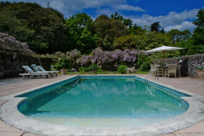 Coco wedding venues slideshow - wedding-venues-with-swimming-pools-pentillie-castle-5