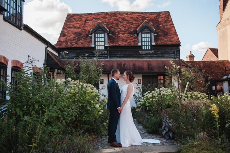 wedding-venues-in-buckinghamshire-real-wedding-the-crown-inn-amersham-26
