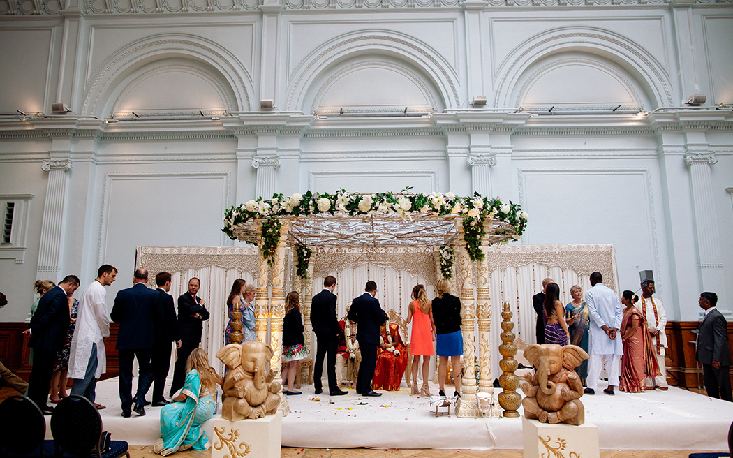 Coco wedding venues slideshow - blank-canvas-wedding-venues-in-london-royal-horticultural-halls-the-lindley-hall-001