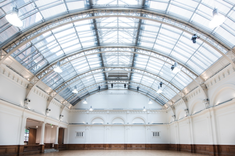 blank-canvas-wedding-venues-in-london-royal-horticultural-halls-the-lindley-hall-6