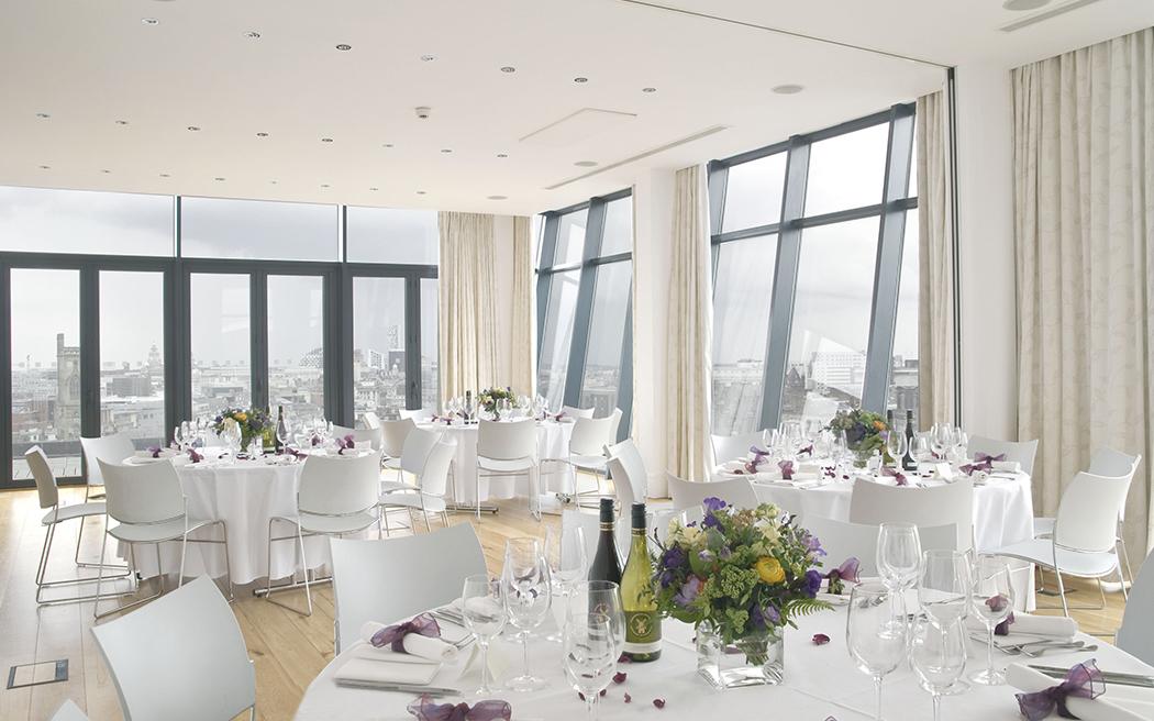 Coco wedding venues slideshow - urban-hotel-wedding-venues-in-liverpool-hope-street-hotel-002
