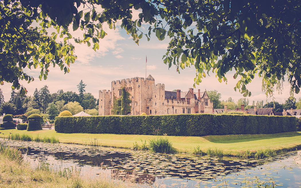 Coco wedding venues slideshow - castle-wedding-venues-in-kent-hever-castle-rebecca-farries-002