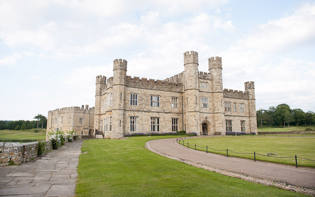 Coco wedding venues slideshow - castle-wedding-venues-in-kent-leeds-castle-fiona-kelly-photography-001