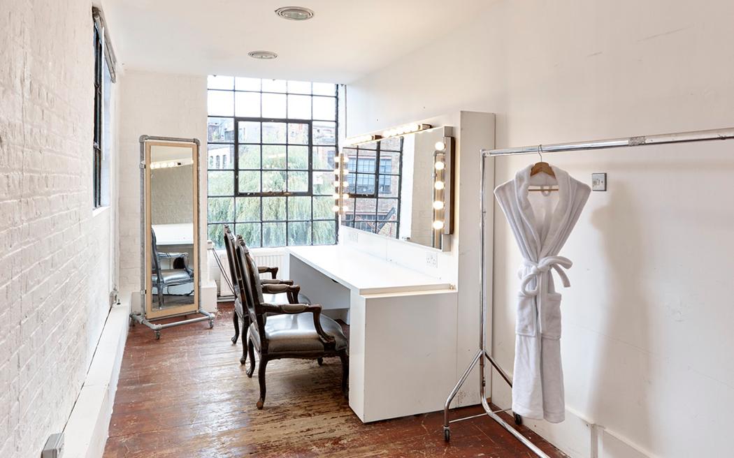 Coco wedding venues slideshow - industrial-blank-canvas-loft-wedding-venues-in-london-area-004