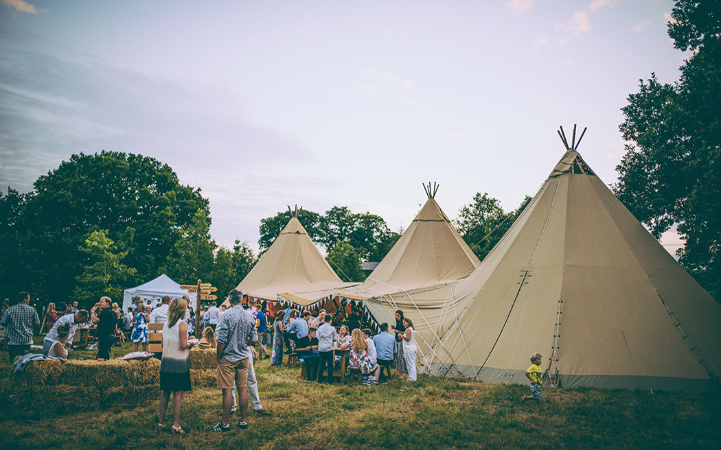 Coco wedding venues slideshow - tipi-hire-for-weddings-big-chief-tipis-benjamin-roome-photography-002