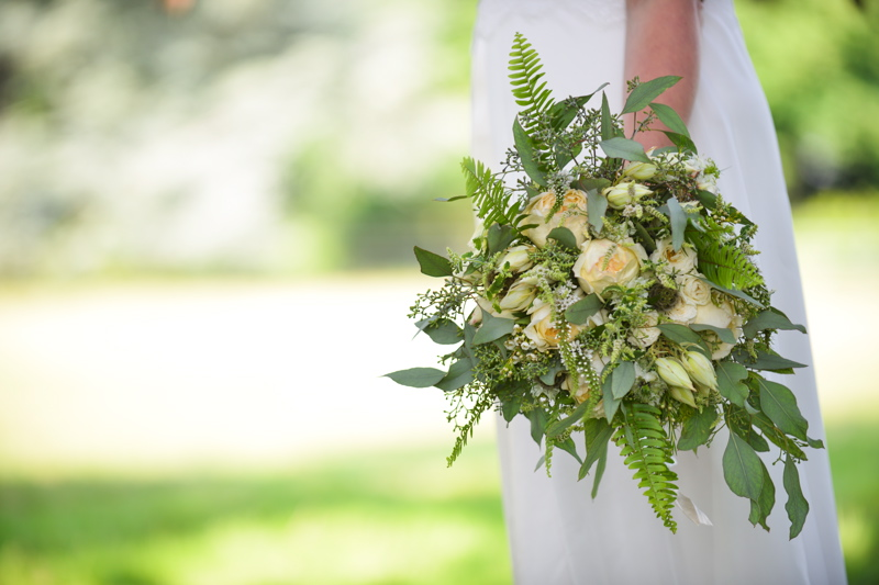 how-to-incorporate-the-pantone-colour-of-the-year-greenery-into-your-wedding-day-decor-carey-sheffield-2
