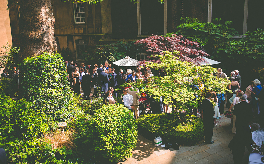 Coco wedding venues slideshow - london-wedding-venues-with-garden-stationers-hall-real-simple-photography-002