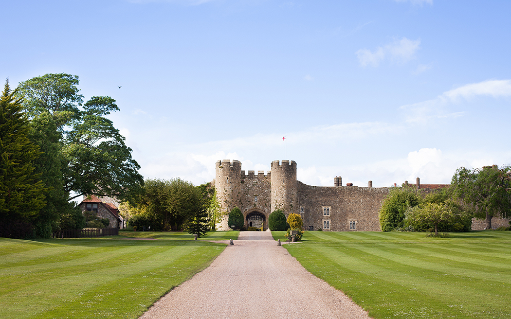 Coco wedding venues slideshow - luxury-castle-wedding-venues-in-west-sussex-amberley-castle-002