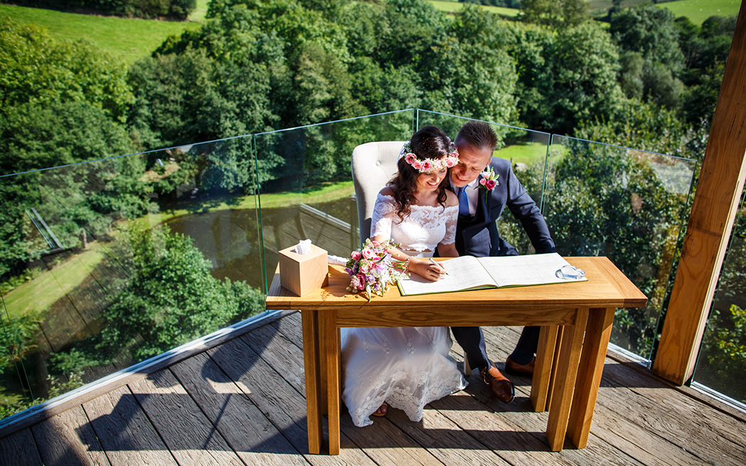 Coco wedding venues slideshow - intimate-runaway-wedding-venues-in-devon-treetop-escape-rebecca-roundhill-003