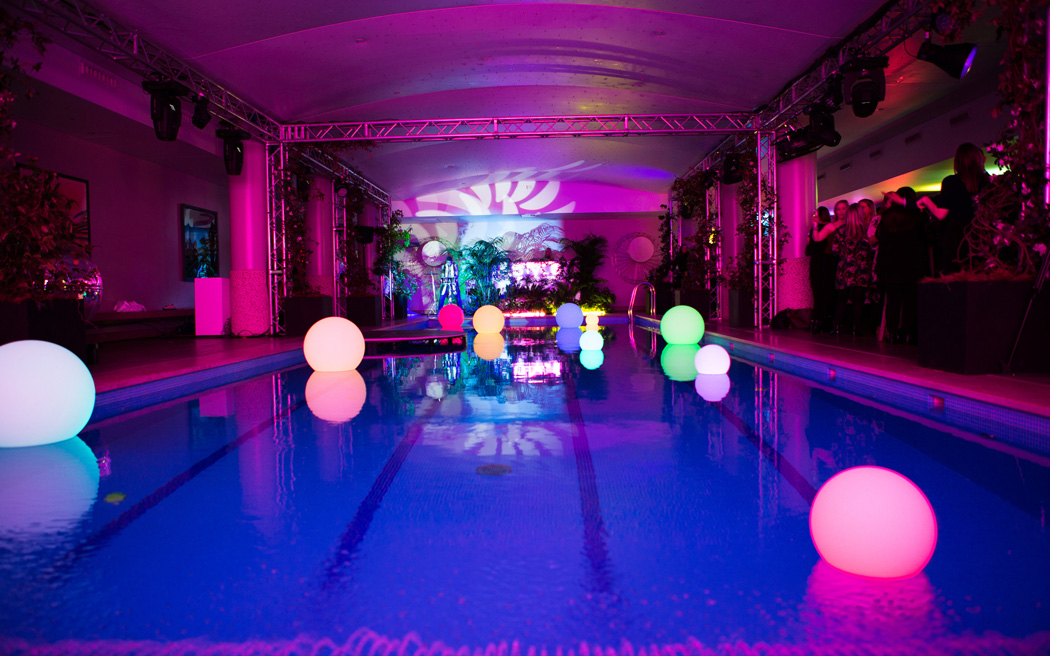 Coco wedding venues slideshow - contemporary-central-london-wedding-venues-haymarket-hotel-lucy-davenport-003