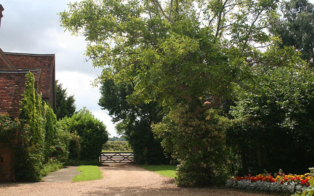 Coco wedding venues slideshow - outdoor-humanist-wedding-venues-in-bedfordshire-escheat-farm-004