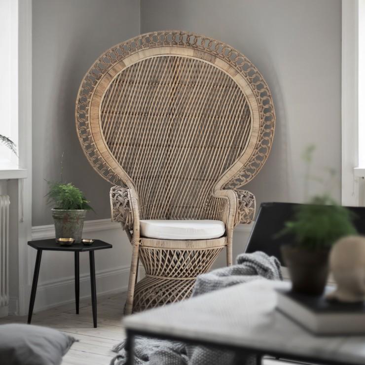 Queen Size Peacock Chair
