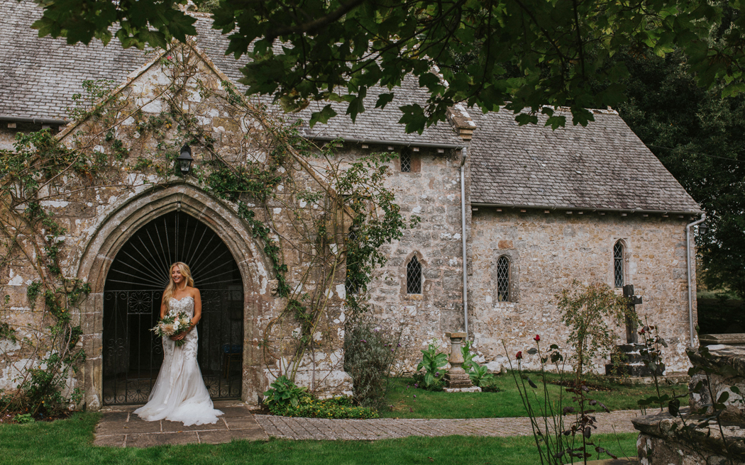 Coco wedding venues slideshow - pretty-country-house-wedding-venues-in-wales-gileston-manor-mrs-mashup-photography-002