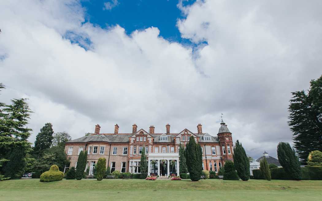 Coco wedding venues slideshow - country-house-wedding-venue-in-york-the-hawkhills-laura-calderwood-001