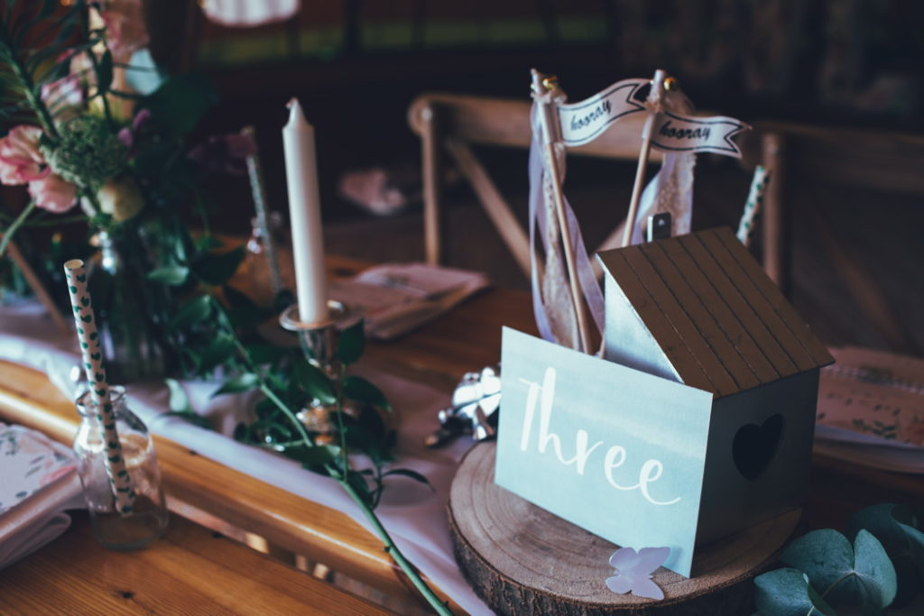 Image by Emily Little Wedding Photography.