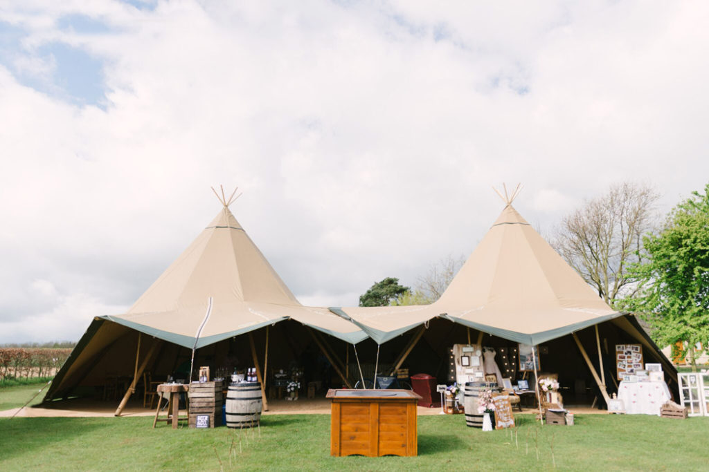 Image by Hannah Duffy Photography at Lattenbury Hill Weddings.