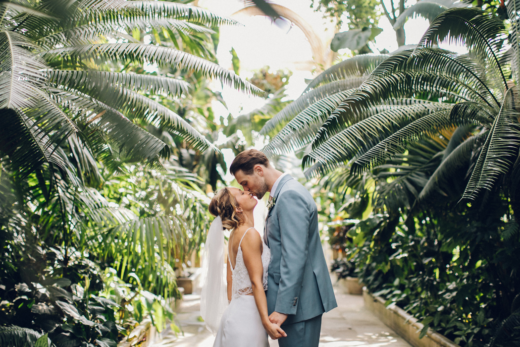 Perfect Mazie U0026 Jonu0027s Botanical Kew Gardens Wedding