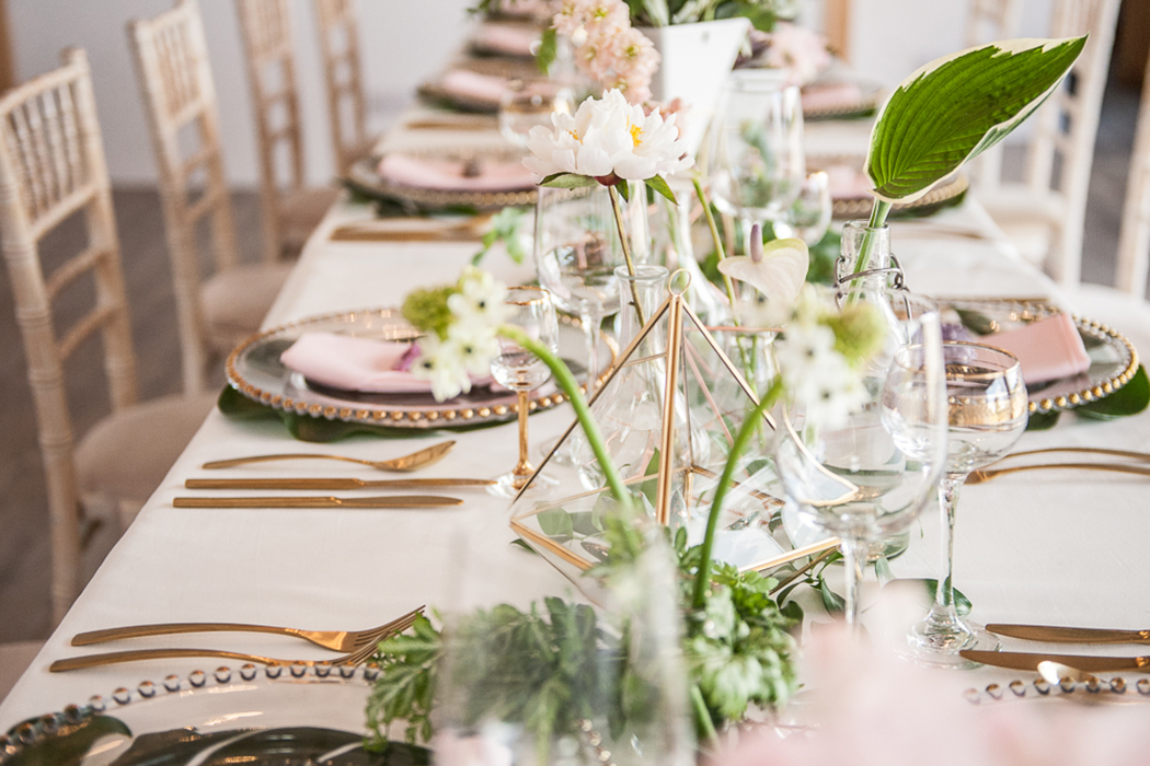 pink-and-gold-tropical-wedding-inspiration-at-stratton-court-barn-in-oxfordshire-feature