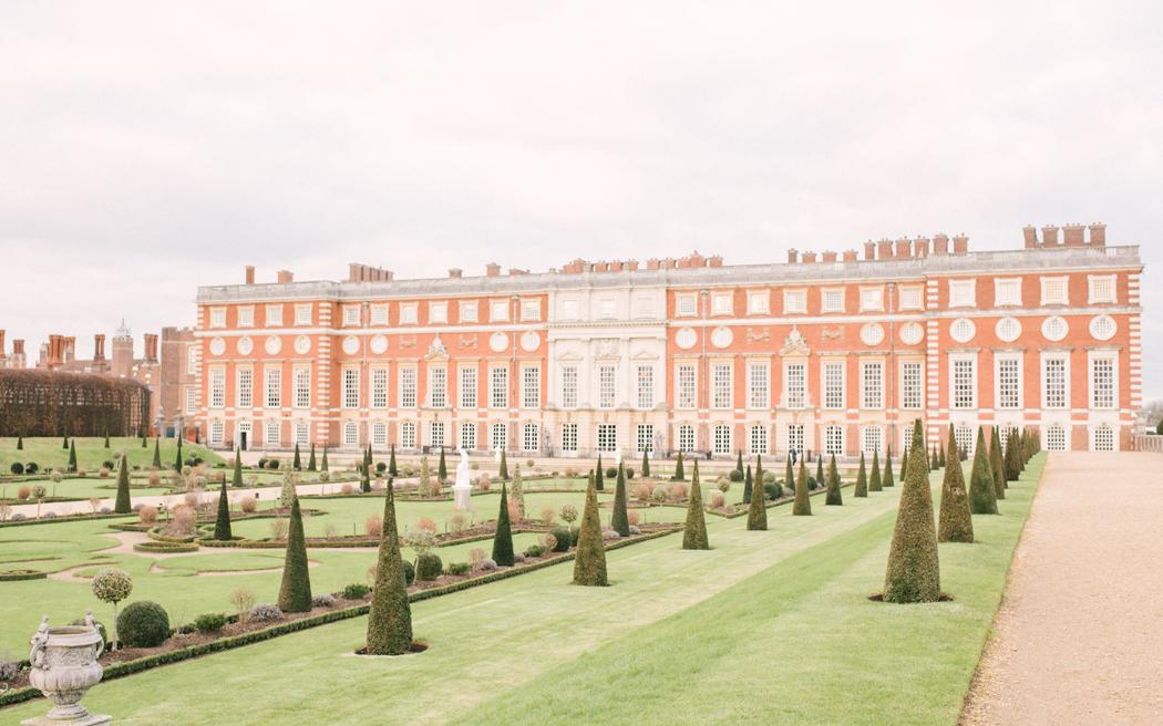 Coco wedding venues slideshow - historic-palace-wedding-venues-in-london-hampton-court-palace-hannah-duffy-002