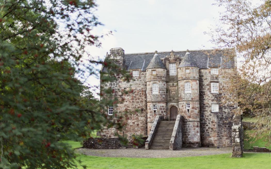 Coco wedding venues slideshow - castle-wedding-venues-in-scotland-rowallan-castle-craig-and-eva-sanders-photography-001
