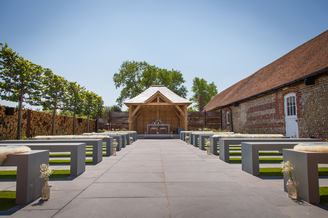 outdoor-barn-wedding-venues-in-west-sussex-southend-barns-leyy-hearn-1