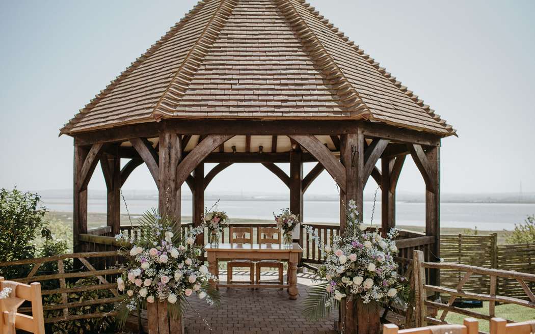 Coco wedding venues slideshow - barn-wedding-venues-in-kent-the-ferry-house-inn-rob-power-001