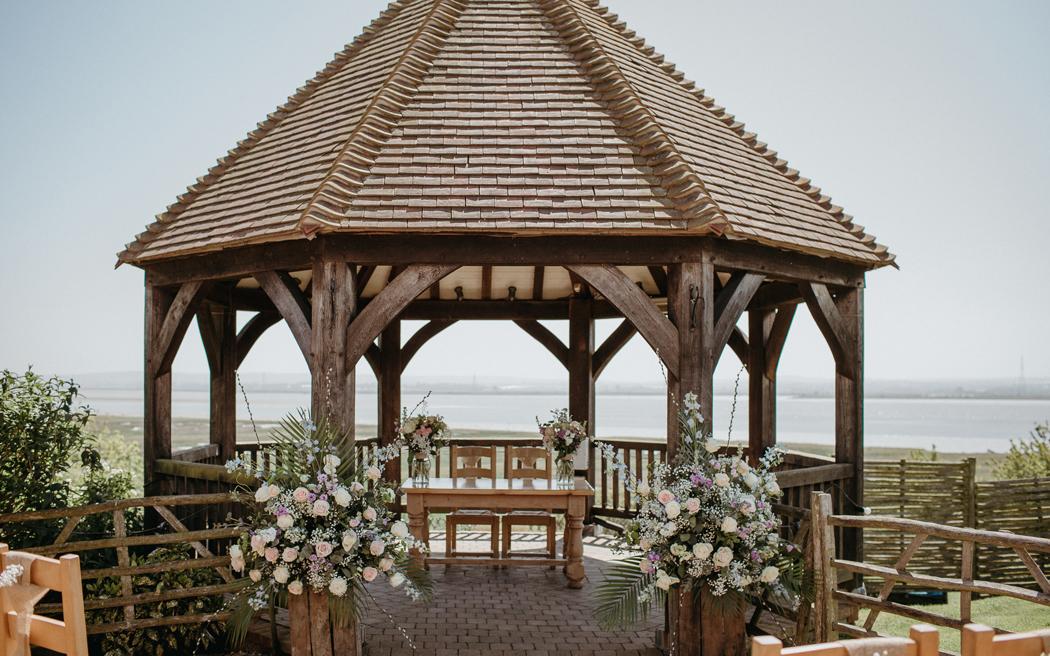 Coco wedding venues slideshow - barn-wedding-venues-in-kent-the-ferry-house-inn-rob-power-001