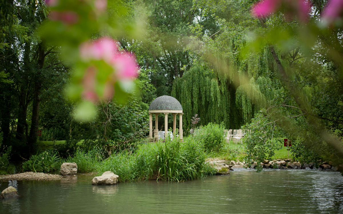 Coco wedding venues slideshow - Barn and Marquee Wedding Venue in the Cotswolds - Minster Mill