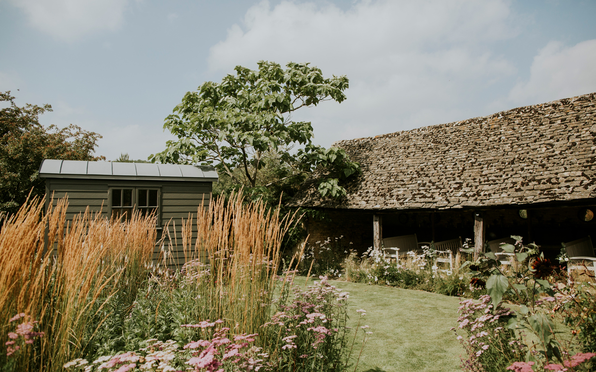 Coco wedding venues slideshow - Barn Wedding Venues in the Cotswolds - Temple Guiting Manor & Barns