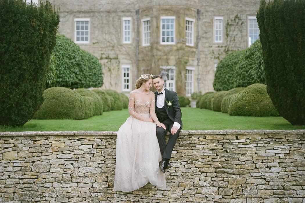 Free Wedding Venues.Old English Meets Free Spirited At Cornwell Manor Uk