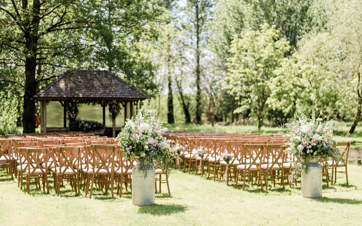 Coco wedding venues slideshow - Outdoor Wedding Venue in the Cotswolds - Bittenham Springs