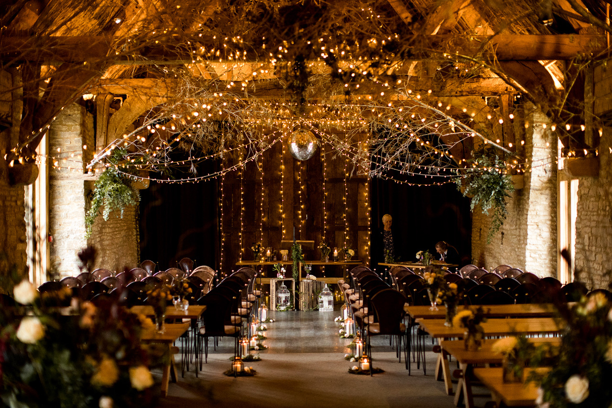 How to Decorate Your Barn Wedding Venue During the Winter Season