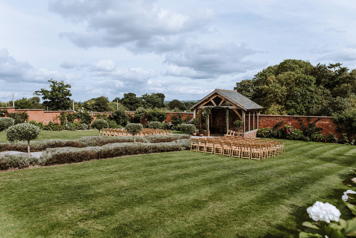 Tips for Booking a Virtual Wedding Venue Showround