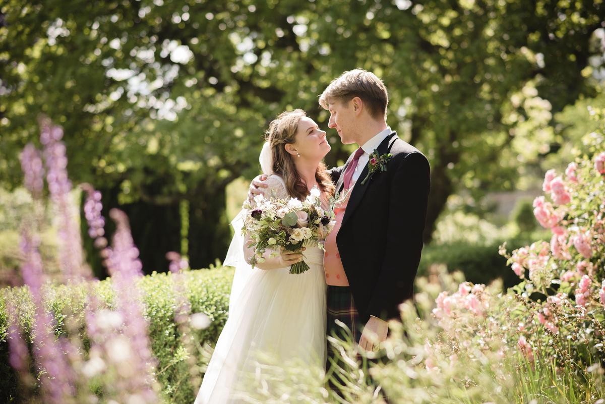 English Country Garden Wedding at Stonor Park with PapaKåta